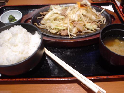 ご飯おかわり自由な市川食堂で肉野菜炒め定食054