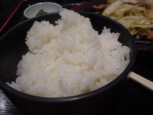 ご飯おかわり自由な市川食堂で肉野菜炒め定食055