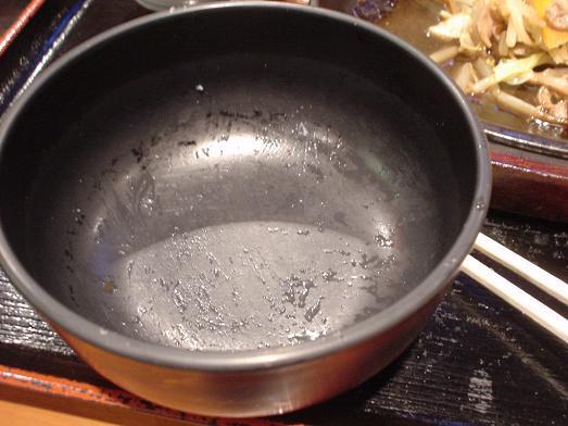 ご飯おかわり自由な市川食堂で肉野菜炒め定食057