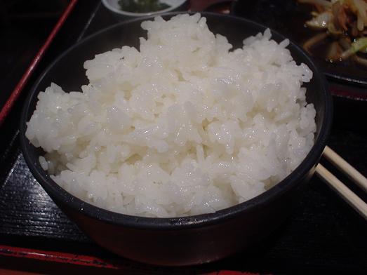 ご飯おかわり自由な市川食堂で肉野菜炒め定食059