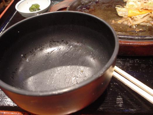 ご飯おかわり自由な市川食堂で肉野菜炒め定食061