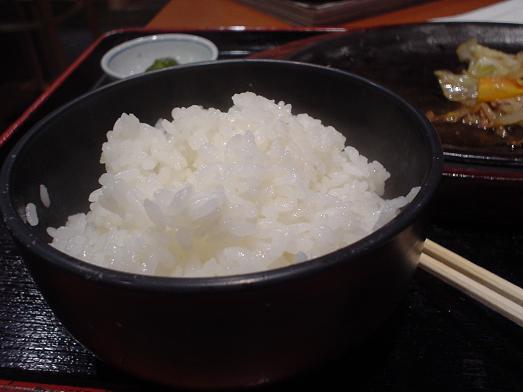 ご飯おかわり自由な市川食堂で肉野菜炒め定食063