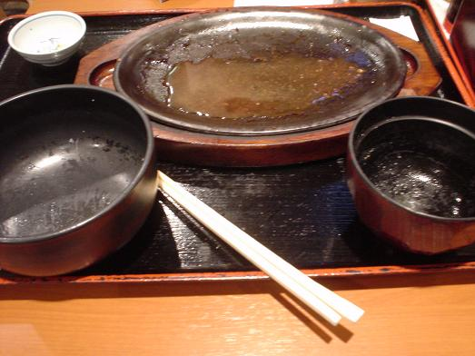ご飯おかわり自由な市川食堂で肉野菜炒め定食064