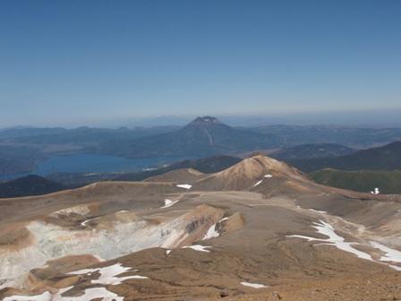 山頂 阿寒富士と知床連峰
