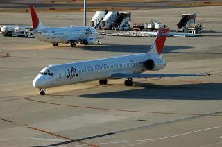 JAL MD90-30