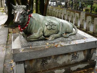 天神社の牛