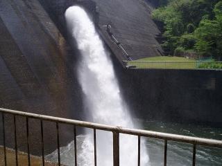 以前の羽布ダム 洪水吐