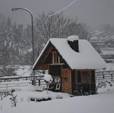 小屋 雪 231226 ブログ