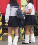 女子高生街撮りセーラー服画像