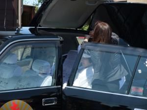 花嫁タクシーに乗ります