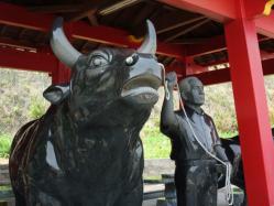 徳の島闘牛横綱記念像?