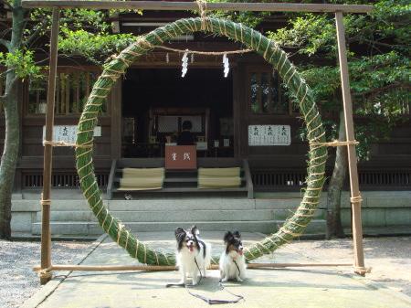 三輪神社へ