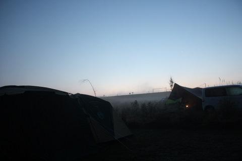 朝のテントサイト