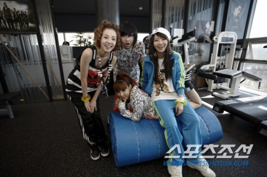 2ne1_interview_exclusive_2.jpg