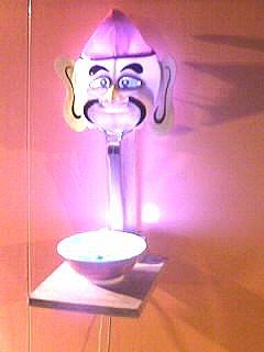 神保町のラーメン屋・覆麺の店頭に飾られているマスク。以前はデストロイヤーだったが。