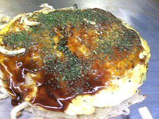 神田駅前にある広島お好み焼き「カープ」のそば・うどん入り。