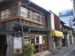名古屋駅のすぐ近く、ビルに囲まれた区域に残る古い商家群。改装して居酒屋やカフェなどに利用。名古屋の隠れたスポットとして定着して欲しいね。