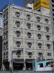 欧州の古いビル風だが近年建てられたようだ。1階は中国のイメージでまとめた中華料理屋。伏見にて。
