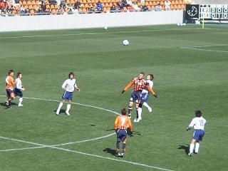J開幕まであと2週間。大宮-栃木SCの練習試合。ハイボールを競り合う大宮のエース、ラフリッチ。