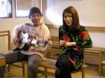 ともろー氏を師と仰ぐ川崎美幸さん(右)とギターのノザッキー氏。この2人の掛け合いも面白かった。