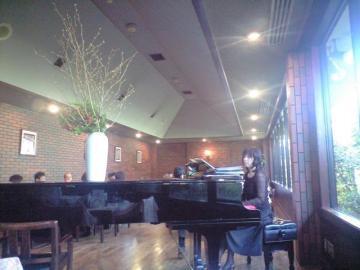 ピアノ演奏.JPG