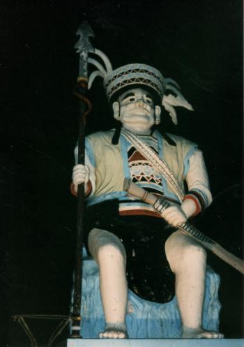 アミ族の像