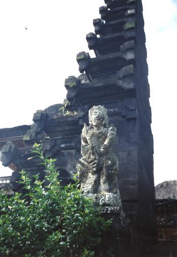 ブサキ寺院左門