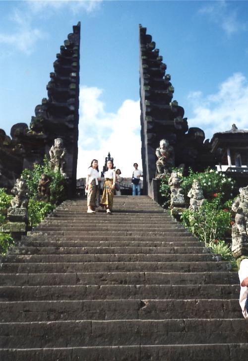 ブサキ寺院階段