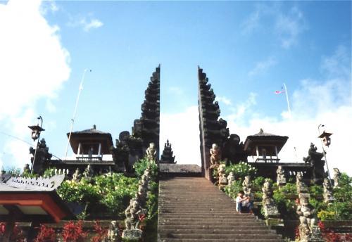 ブサキ寺院阿吽