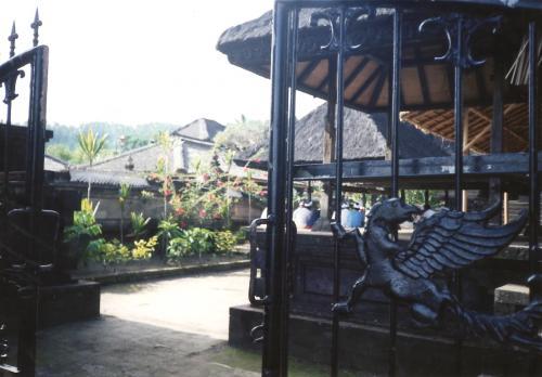 ブサキ寺院門