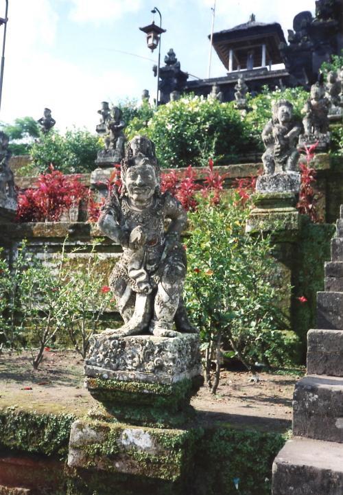 ブサキ寺院像