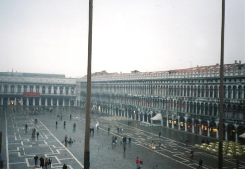 2階から見た広場