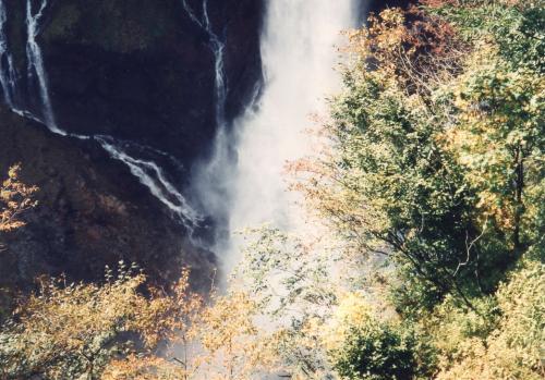 華厳の滝壺