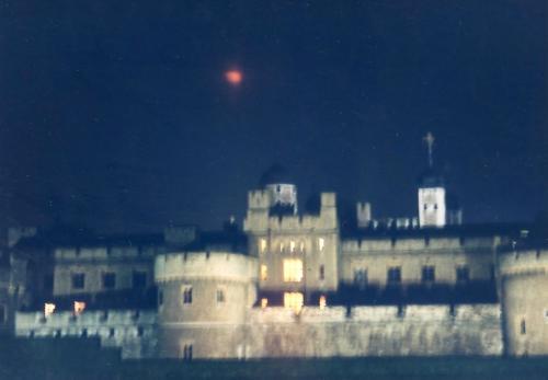 夜のロンドン塔