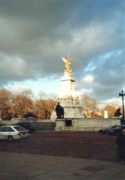 ビクトリア記念碑