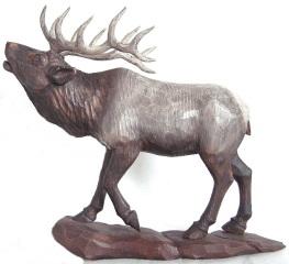 木彫りのエルクジカ