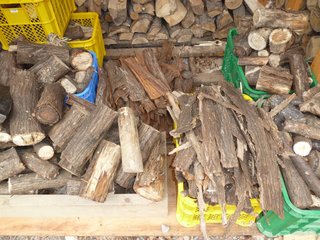 薪小屋の中