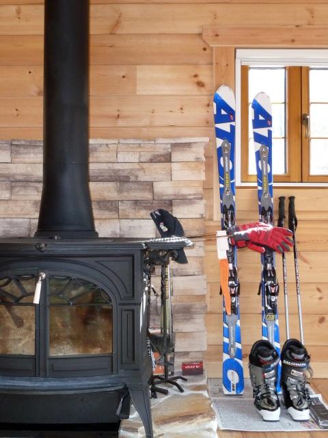 薪ストーブとスキー