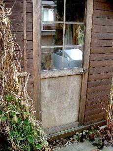 シェッド内のミニ温室