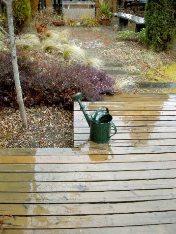 ウッドデッキ雨