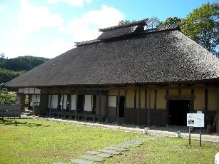萱葺き屋根の古民家