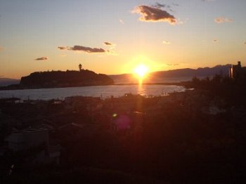 夕日の江ノ島350