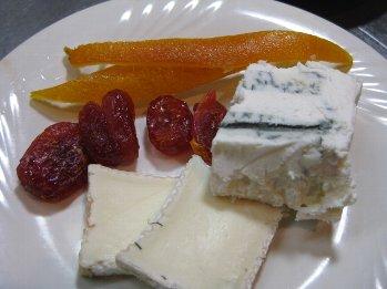 チーズとドライフルーツ