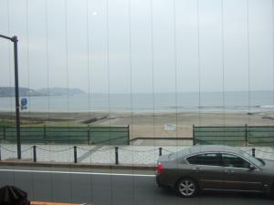 001曇り海