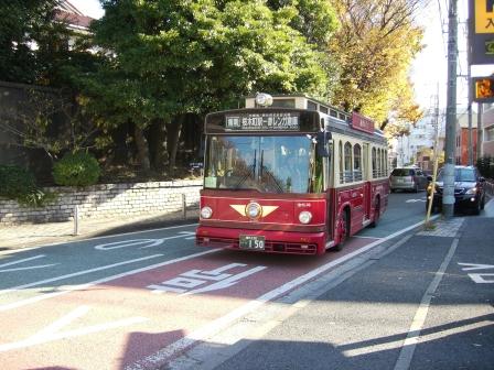 201207赤い靴バス