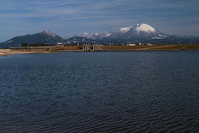 日野川河口より大山を望む