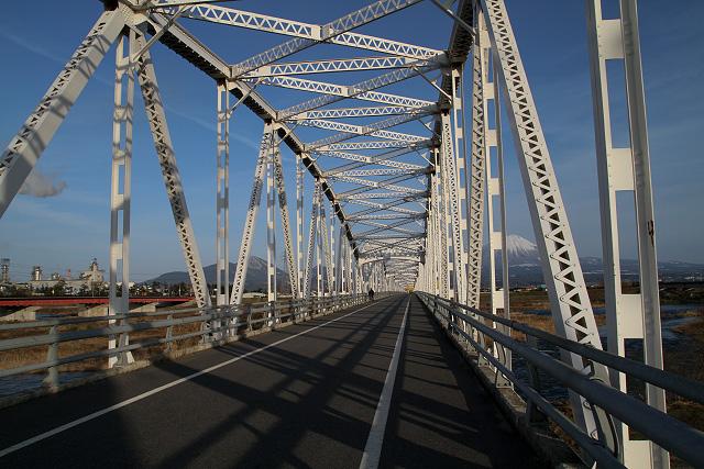 日野日野橋より大山を望む