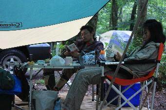 平湯キャンプ雨の読書