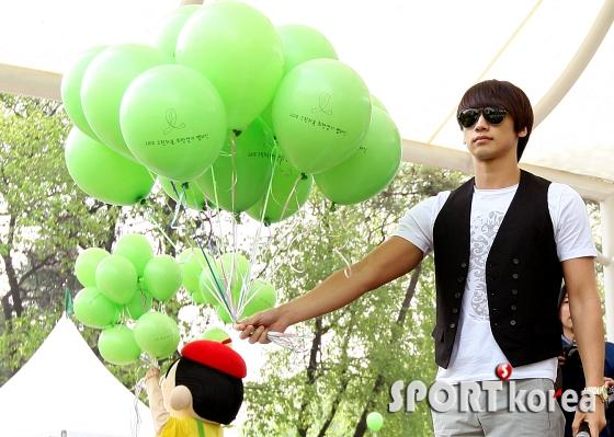 100509-Green Ribbon-02
