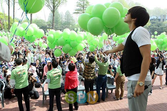100509-Green Ribbon-03